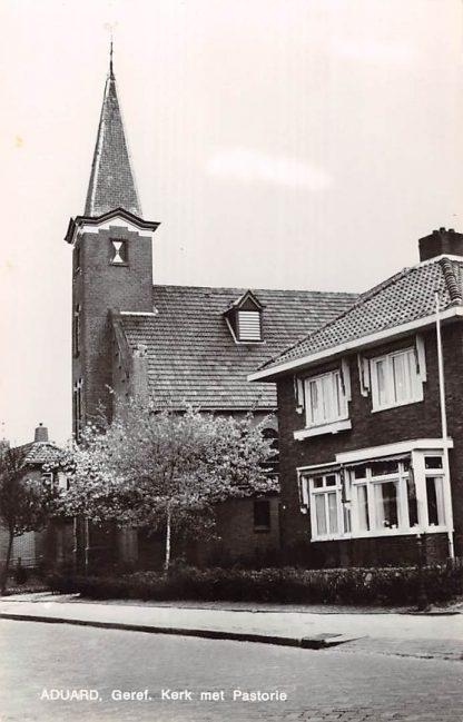 Ansichtkaart Aduard Gereformeerde Kerk met Pastorie HC8918