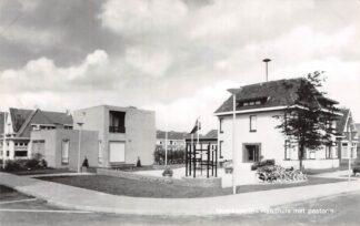Ansichtkaart Moerkapelle Raadhuis met Pastorie 1968 HC8948