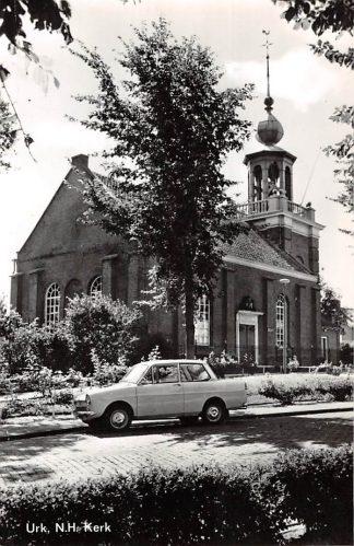 Ansichtkaart Urk Ned. Hervormde Kerk met DAF Auto HC9015