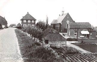 Ansichtkaart Nieuwaal Groeten uit met kerk Zaltbommel HC9037
