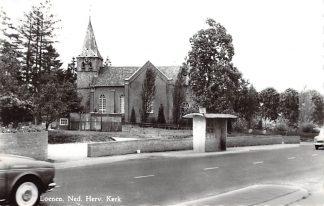 Ansichtkaart Loenen (GD) Ned. Hervormde Kerk met bus halte HC9038