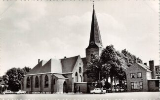 Ansichtkaart Cotten Veluwe Kerkplein met oude Ned. Hervormde Kerk Auto HC9052