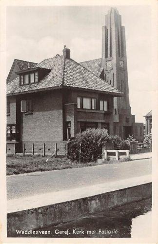 Ansichtkaart Waddinxveen Gereformeerde Kerk met Pastorie HC9105