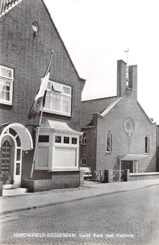 Ansichtkaart Hardinxveld - Giessendam Gereformeerde Kerk met Pastorie 1966 HC9106