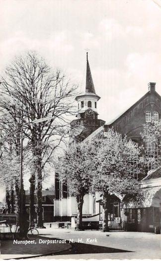 Ansichtkaart Nunspeet Dorpsstraat Ned. Hervormde Kerk 1968 HC9125