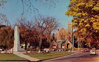 Ansichtkaart Canada Brampton Ontario Cenotaph and First Baptist Church Kerk Auto Noord-Amerika HC9193
