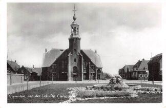 Ansichtkaart Stavenisse van der Lek - De Clercqplein met Ned. Hervormde Kerk 1963 HC9238