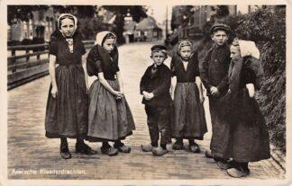 Ansichtkaart Axel Axelsche Kleederdrachten Kinderen in klederdracht Zeeuws-Vlaanderen HC9294