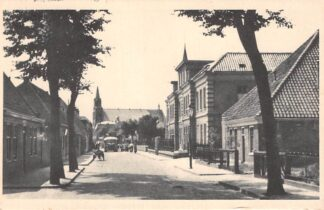 Ansichtkaart Egmond aan Zee Dorpsgezicht met bus en kerk 1951 HC9326