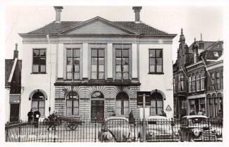 Ansichtkaart Alphen aan den Rijn Raadhuis Julianastraat en Auto VW HC9357