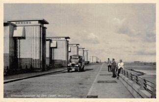 Ansichtkaart Wieringen Den Oever 1932 Bus Leeuwarden bij uitwateringssluizen Afsluitdijk IJsselmeer Friesland Flevoland HC9371