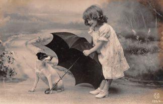 Ansichtkaart Fantasie Kind met hond en paraplu 1907 HC9378