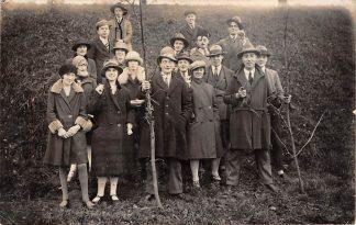 Ansichtkaart Gouda Fotokaart Stakende fabrieksarbeiders van de Plateelfabriek Zuid-Holland in februari 1928 HC9396