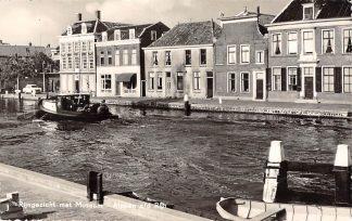 Ansichtkaart Alphen aan den Rijn Rijngezicht met museum en sleepboot Binnenvaart schepen Scheepvaart 1960 HC9406