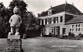Ansichtkaart Assen Bartje bij 't Gemeentehuis 1964 Monument HC9675