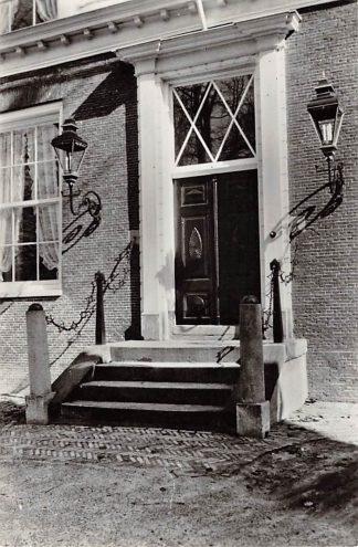 Ansichtkaart Assen Hoofdingang met bordes a.d. Brink van het Ontvangershuis v.h. Prov. Museum van Drenthe 1953 HC9692
