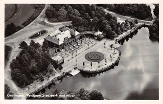 Ansichtkaart Groningen Paviljoen Stadspark met vijver 1954 KLM Luchtfoto 19428 HC9712