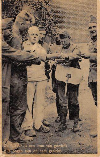 Ansichtkaart Militair Mobilisatie 1939 De Facteur is een man van gewicht Alle ogen zijn op hem gericht Soldaten WO2 HC9744