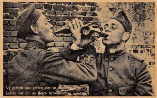 Ansichtkaart Militair Mobilisatie 1939 Bij gebrek aan glazen om te klinken Zullen we uit de flesch broederschap drinken Soldaten WO2 HC9760