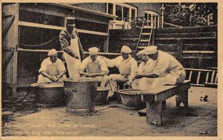 Ansichtkaart Militair Mobilisatie 1939 Aardappel-jassen, dat moet je leren Schillen is nog niet halveeren! Soldaten WO2 HC9761