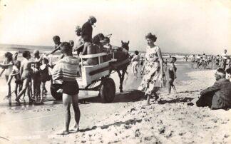 Ansichtkaart Egmond aan Zee Kindertaxi op het strand Paard en wagen Zee 1958 HC10081