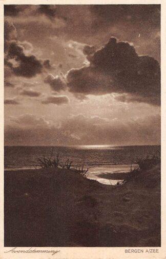 Ansichtkaart Bergen (NH) aan Zee Avondstemming Duinen en strand 1929 HC10256