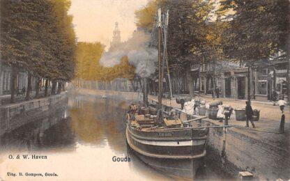Ansichtkaart Gouda Haven Stoomschip Stad Gouda in kleur Gompers Binnenvaart schepen Scheepvaart HC10373