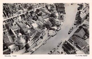 Ansichtkaart Gouda Vest Turfsingel Molen De Roode Leeuw Raam Zeepfabriek Roomsche Hofje KLM Luchtfoto 1927 HC10377