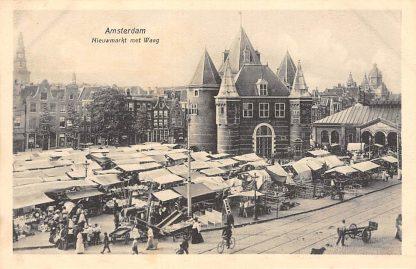 Ansichtkaart Amsterdam Nieuwmarkt met Waag en Markt HC9945