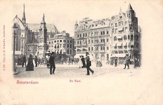 Ansichtkaart Amsterdam De Dam met volk en tram HC9960