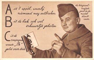 Ansichtkaart Militair Mobilisatie 1939 WO2 A B C De sergeant-majoor gaat in de modeldienst voor Humor Soldaten HC10605