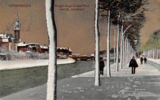 Ansichtkaart Groningen Verbindingskanaal Singel langs Zuiderpark met St. Josefkerk in de sneeuw in de winter HC10644