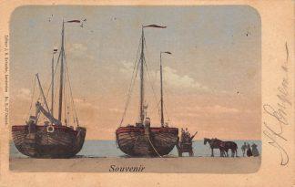 Ansichtkaart Zandvoort Bomschuiten op het strand Vissers schepen HC10855