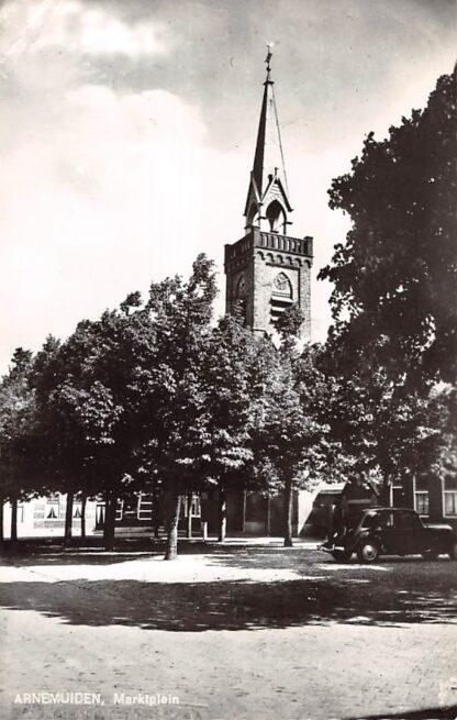 Ansichtkaart Arnemuiden Marktplein met kerk en auto HC10910
