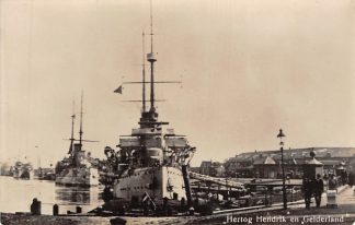 Ansichtkaart Den Helder Oorlogsschepen Hertog Hendrik en Gelderland Marine Schepen HC10923