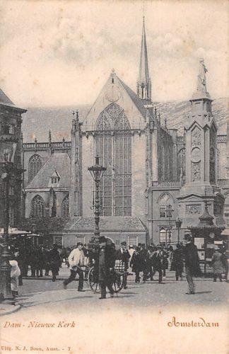 Ansichtkaart Amsterdam Nieuwe Kerk met volk op de Dam HC11021
