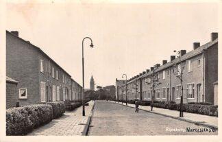 Ansichtkaart Rijnsburg Narcissenstraat met kerk 1955 HC11046