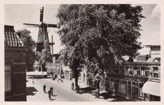Ansichtkaart Utrecht Adelaarstraat met molen 1948 HC11052