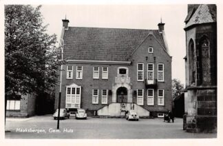 Ansichtkaart Haaksbergen Gemeentehuis met auto Fiat VW HC11101