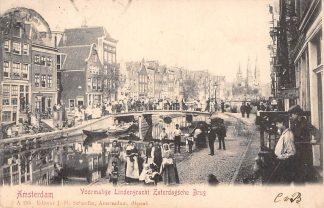 Ansichtkaart Amsterdam Voormalige Lindengracht Zaterdagsche Brug met volk 1904 HC11123