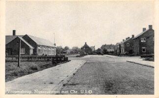 Ansichtkaart Vroomshoop Nassaustraat met Chr. U.L.O School HC11175