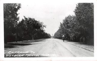 Ansichtkaart Canada Entrance to Weyburn Mental Hospital fotokaart 1952 Noord-Amerika HC11252