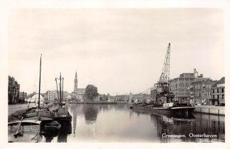 Ansichtkaart Groningen Oosterhaven met kraan en binnenvaart schepen Scheepvaart 1956 HC11311