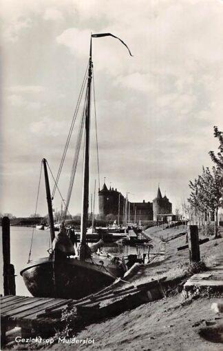 Ansichtkaart Muiden Gezicht op Muiderslot Binnenvaart schepen Scheepvaart 1957 HC11393