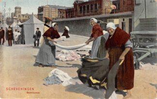 Ansichtkaart Scheveningen Badvrouwen op het strand Klederdracht 1907 HC11822