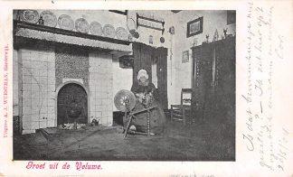 Ansichtkaart Harderwijk Groet van de Veluwe 1904 Vrouw aan het spinnenwiel klederdracht HC11946