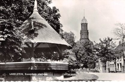 Ansichtkaart IJsselstein (UT) Kronenburg Plantsoen met R.K. Kerk 1962 HC12187