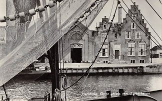 Ansichtkaart Harlingen Zuiderhaven Oude gevels Visserschip 1957 HC12593