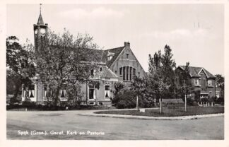 Ansichtkaart Spijk (GN) Gereformeerde Kerk en Pastorie 1951 HC12755