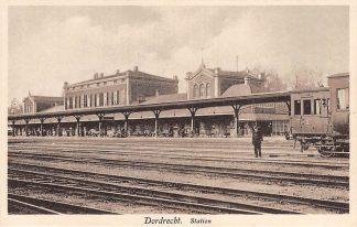 Ansichtkaart Dordrecht Station Emplacement en trein Spoorwegen HC12818